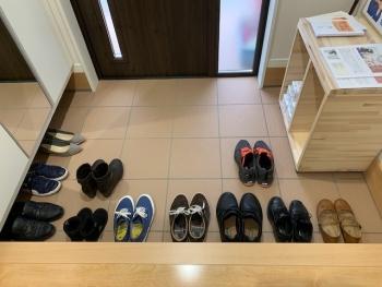 完成見学会_玄関の靴.jpeg